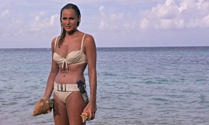 cliomakeup-bon-ton-sensuale-da-spiaggia-6-ursula-andress