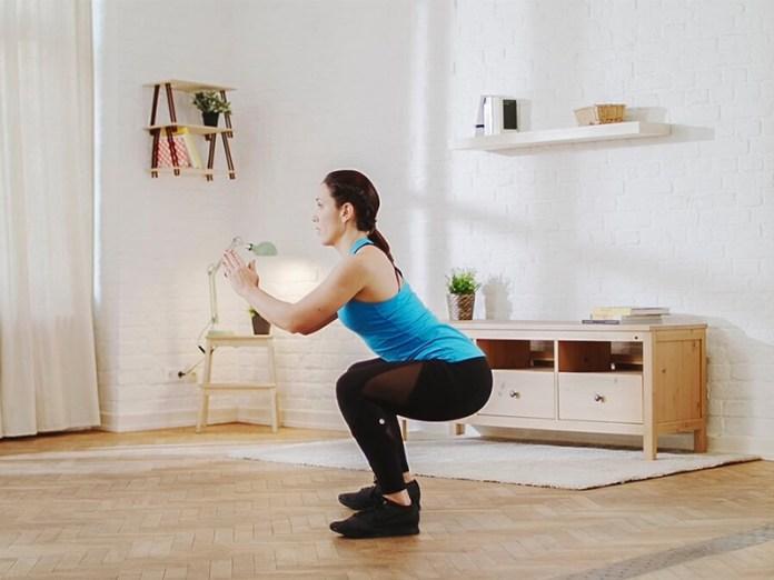 cliomakeup-come-fare-gli-squat-a-casa-donna-squat