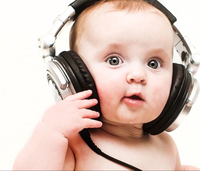 ClioMakeUp-regali-neomamme-6-bebè-musica.jpg