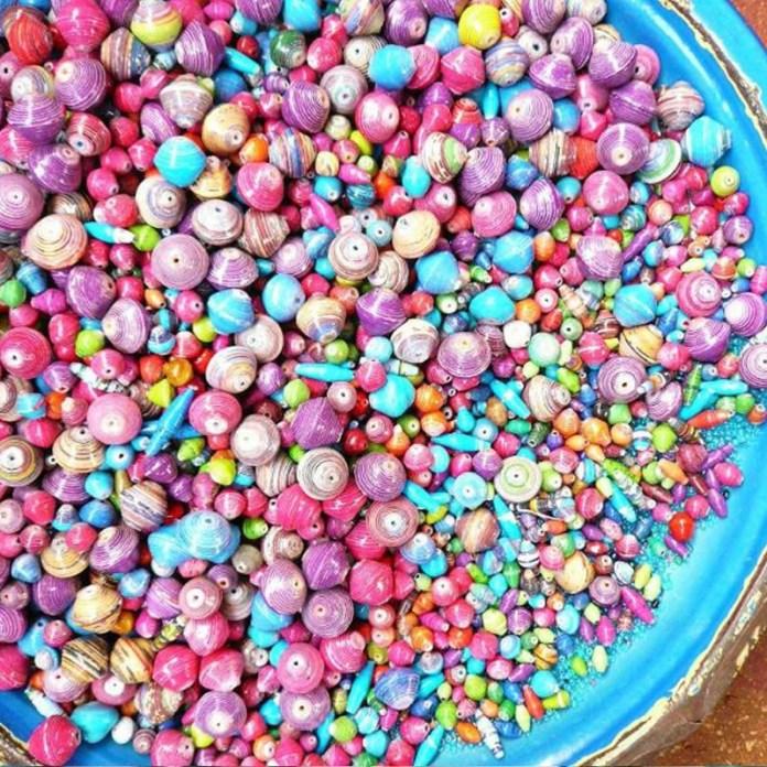 ClioMakeUp-elementi-cultura-africana-13-perline-colorate.jpg
