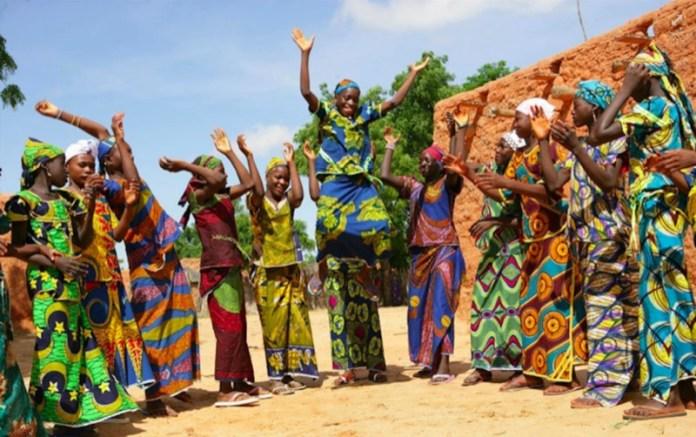 ClioMakeUp-elementi-cultura-africana-17-african-tribù.jpg