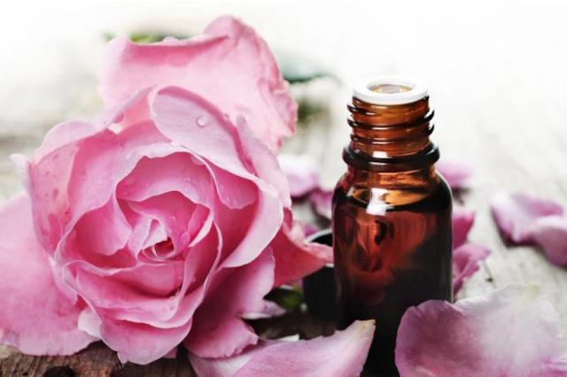 cliomakeup-rosa-benefici-proprietà-oli-essenziali