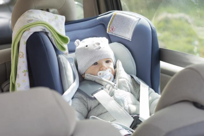 cliomakeup-giochi-in-viaggio-neonato-in-auto