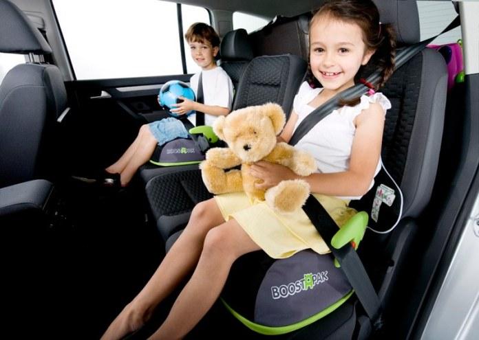 cliomakeup-giochi-in-viaggio-bambini-in-auto-giocano