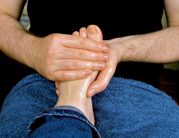 cliomakeup-richiamo-erotico-piedi-12-massaggio-piedi