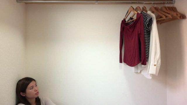 cliomakeup-capsule-wardrobe-ragazza-pochi-vestiti-armadio