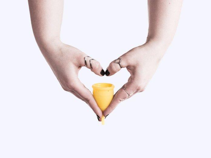 cliomakeup-guida-uso-coppetta-mestruale-15-come-inserirla
