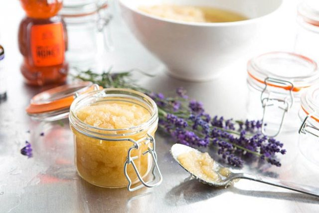 cliomakeup-skincare-dopo-estate-scrub-miele