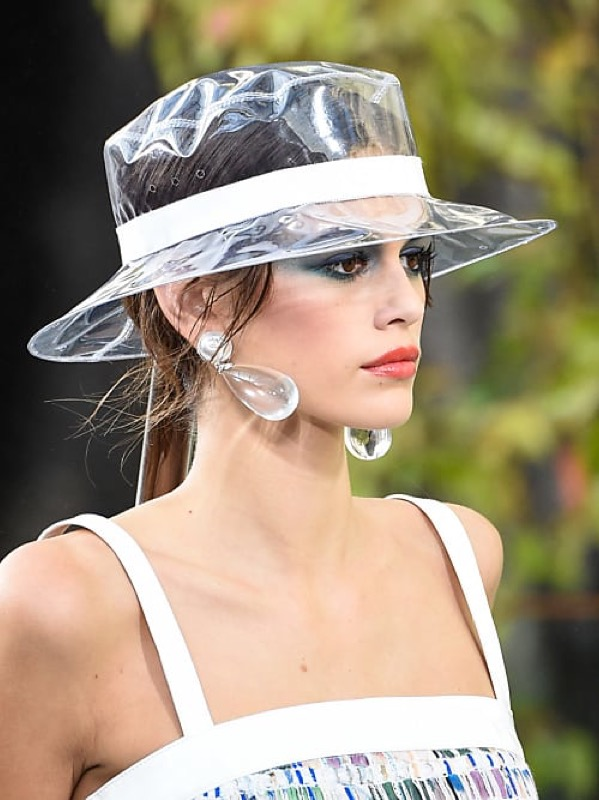 cliomakeup-accessori-pioggia-15-capello-pvc