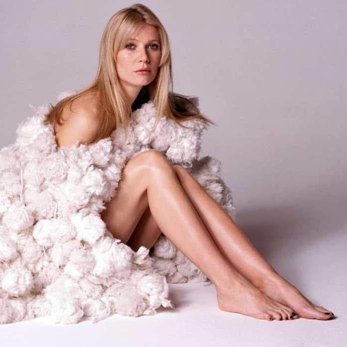 Gwyneth-Paltrow-Sexy-Celebrity-Legs-Zeman-00002