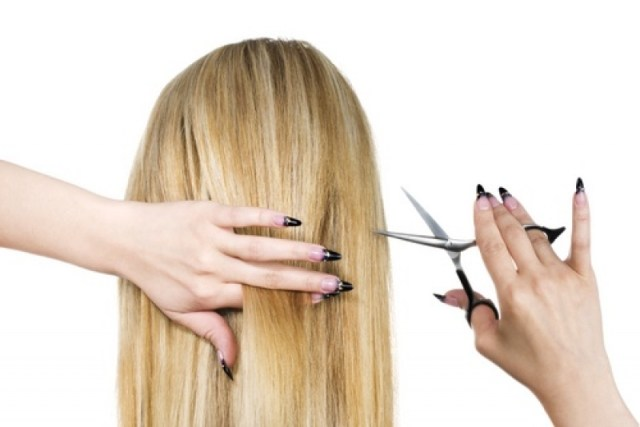 cliomakeup-come-tagliare-capelli-da-sole-ragazza-capelli-retro