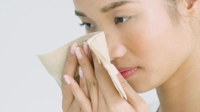 ClioMakeUp-creme-pelle-grassa-8-asian-girl-assorbi-sebo.jpg