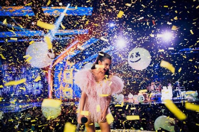 ClioMakeUp-emas-2018-beauty-look-1-Hailee-Steinfeld.jpg