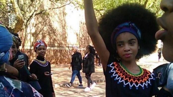 ClioMakeUp-hair-shaming-ragazze-sudafrica-pretoria-protesta.jpg