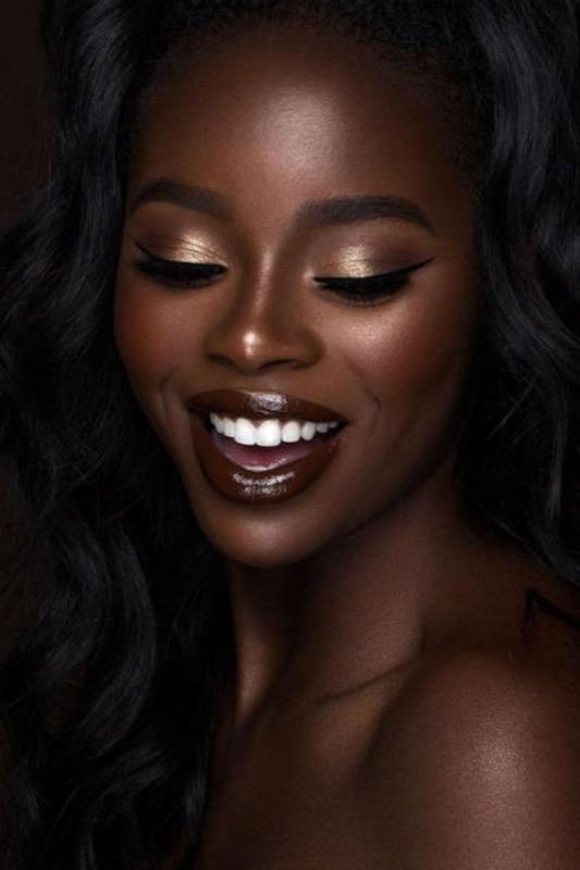 ClioMakeUp-makeup-capodanno-dark-skin-11-ebony-golden.jpg