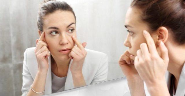 cliomakeup-digital-aging-donna-rughe-specchio