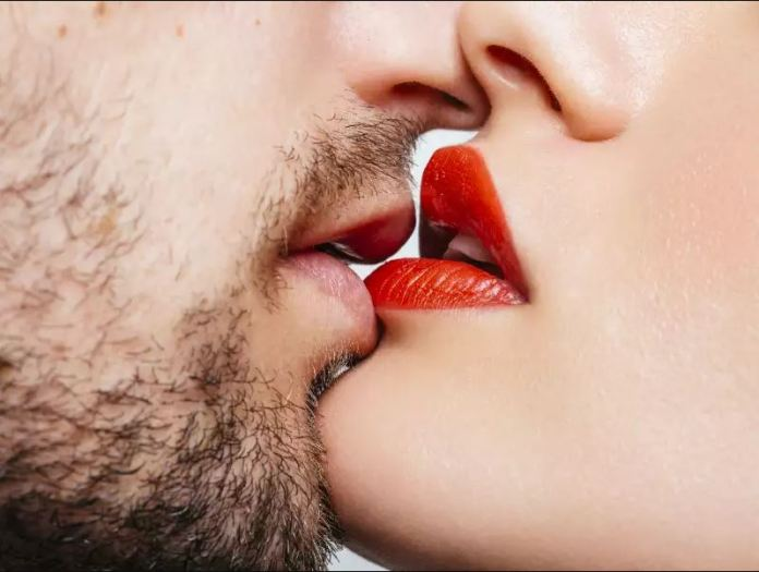 cliomakeup-rossetti-lunga-durata-feste-labbra-bacio