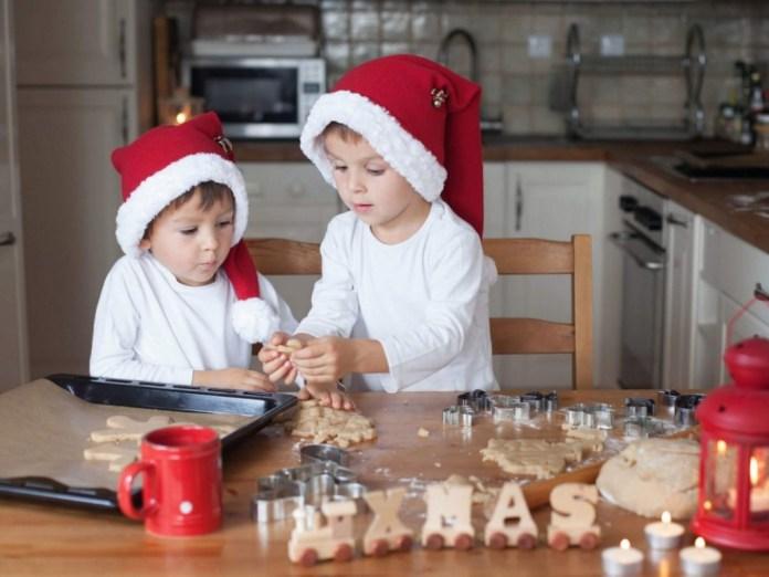 cliomakeup-idee-bimbi-vigilia-natale-bimbi-preparano-biscotti