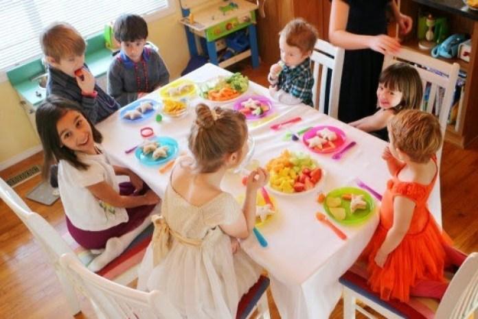 cliomakeup-idee-capodanno-bimbi-tavolo-cena-bambini
