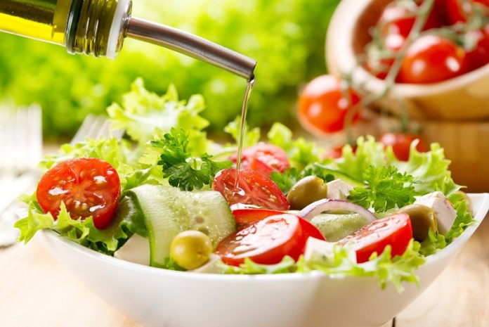 cliomakeup-dieta-scrivania-condire-insalata-9.jpg