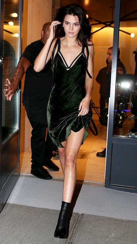 ClioMakeUp-outfit-san-valentino-2-kendall-jenner-mini-dress.jpg
