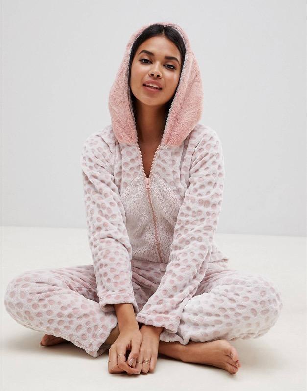 ClioMakeUp-outfit-san-valentino-33-pigiamone-tuta-asos.jpg