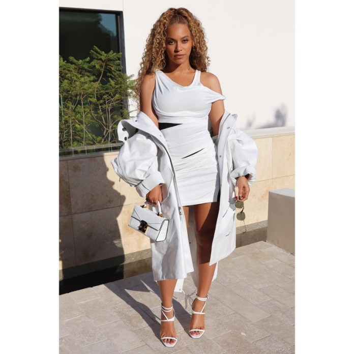 ClioMakeUp-copiare-look-beyonce-24-mini-dress-asimmetrico.jpg