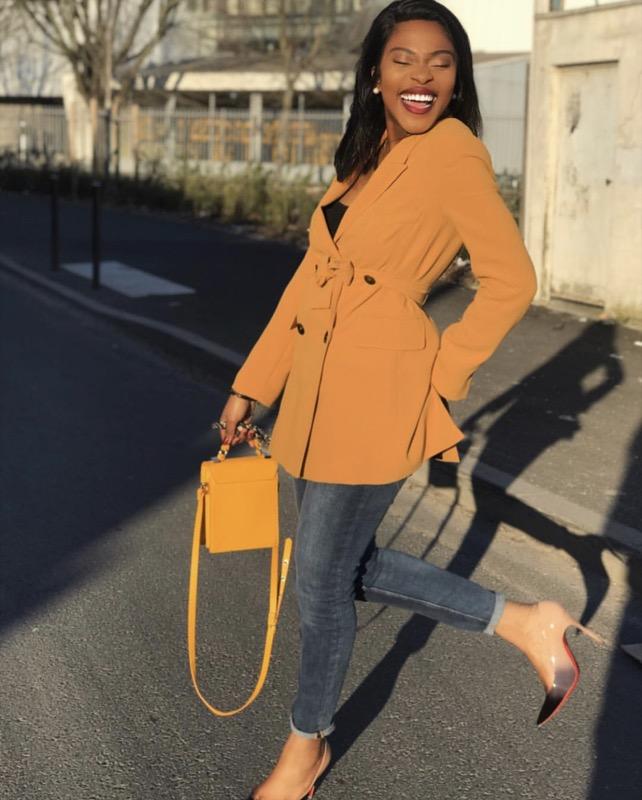 ClioMakeUp-vestiti-gialli-28-grace-kutino-borsa-gialla-giacca-felicità.jpg