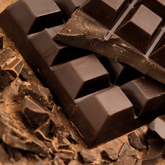 cliomakeup-alimenti-amici-buon-umore-16-cioccolato