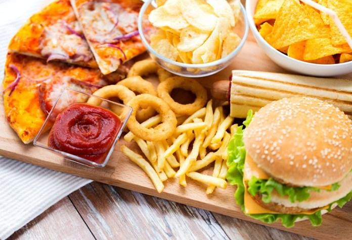 cliomakeup-alimenti-amici-buon-umore-18-junk-food