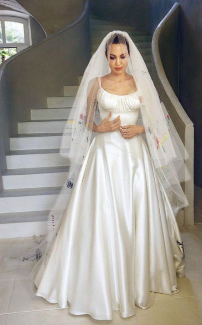 online store 09ece db8fc Gli abiti da sposa più stravaganti delle star: da Yoko Ono ...