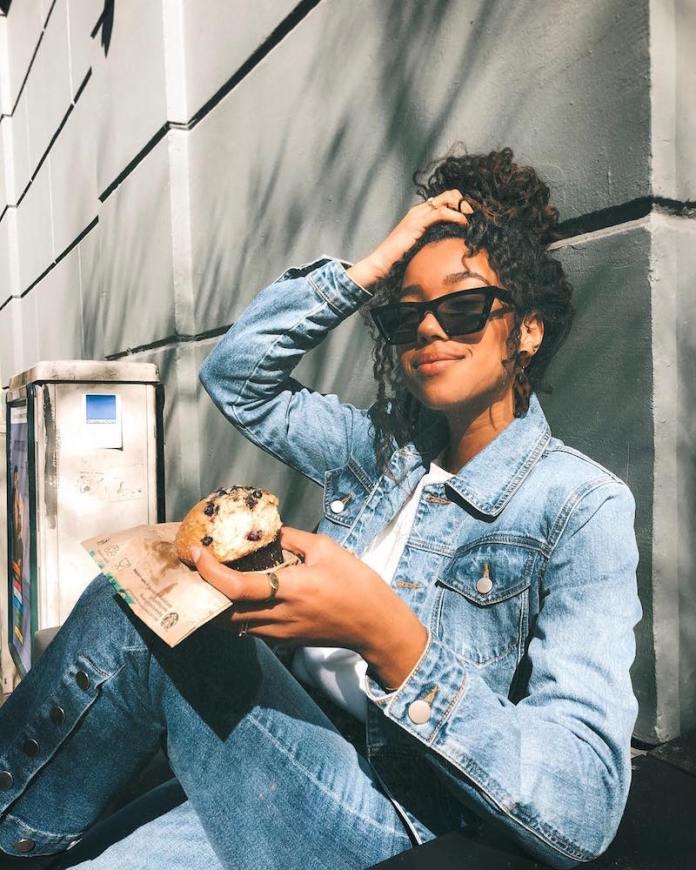 ClioMakeUp-indossare-jeans-25-denim-black-girl.jpg