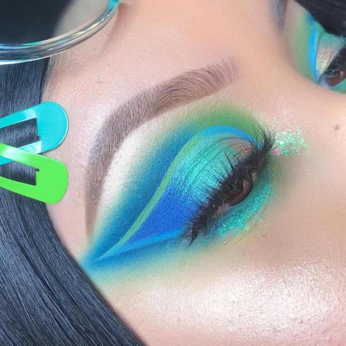 cliomakeup-trucco-occhi-blu-10-azzurro-neon