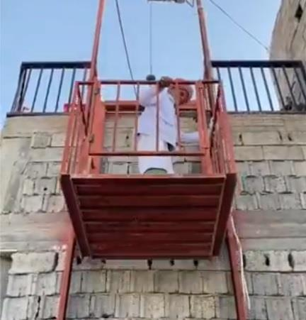 A young man creates a manual elevator for his father so that he can go down to the mosque from their home on the mountain