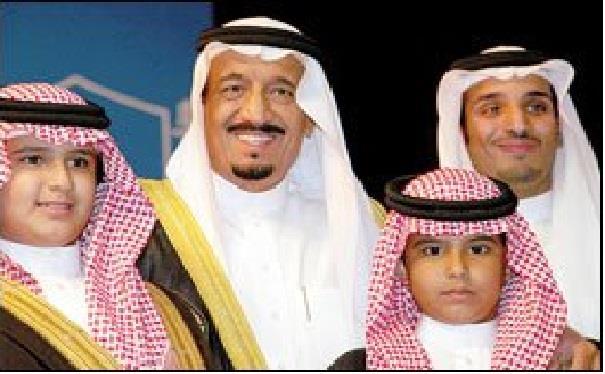 أخبار 24 صورة نادرة للملك سلمان مع 3 من أبنائه أثناء تخرج ولي