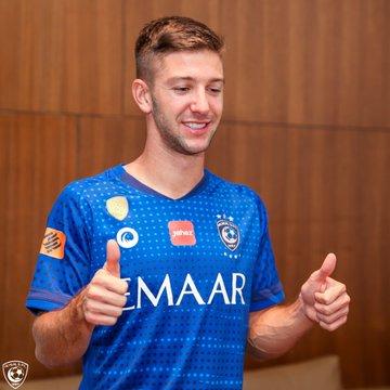 لاعب الهلال الجديد الأرجنتيني لوسيانو فيتو