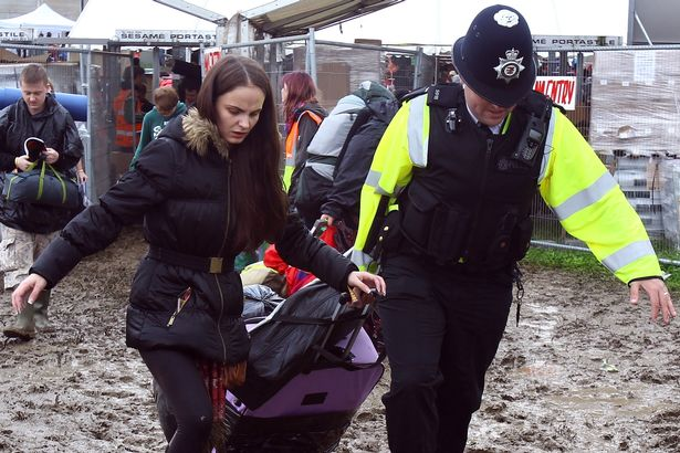 Music-Fans-Arrive-For-The-Glastonbury-Festival