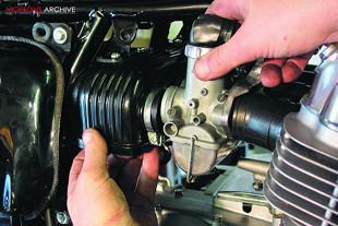 Honda CB750K2 motorcycle rebuild, refitting carbs