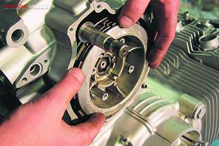 Honda CB750K2 motorcycle engine overhaul