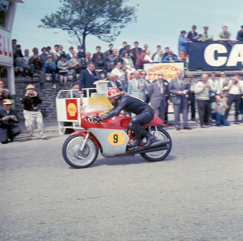 Ready for the off on the start line of the 1967 Senior TT, Agostini.