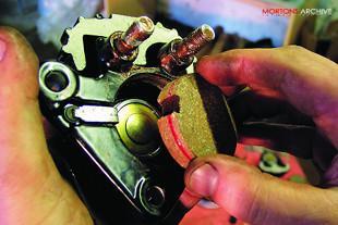 Suzuki GT750 motorcycle workshop overhaul