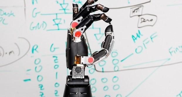 Un paralysé retrouve le sens du toucher grâce à un bras robotique