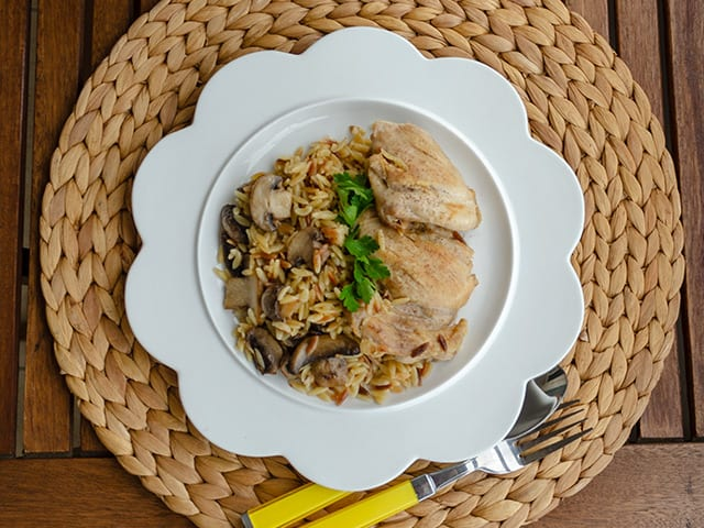 Adaçaylı Mantarlı Şehriyeli Tavuk Yemeği