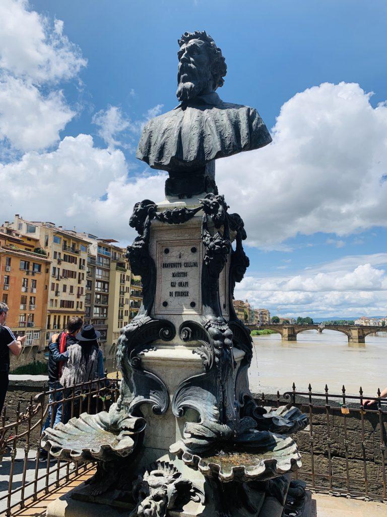 fountain-monument to Benvenuto Cellini