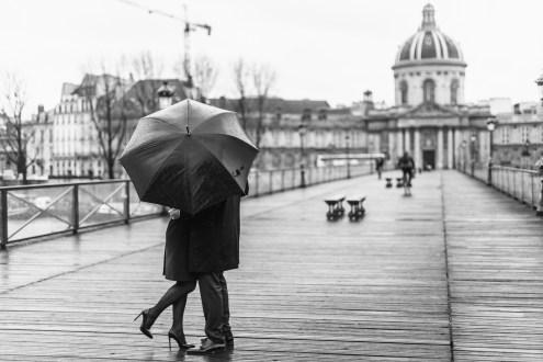 Pont des Arts. Love story photo session Paris