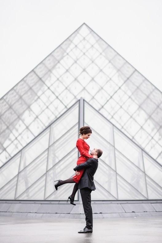 Louvre. Love story photo session Paris