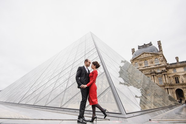 Couple photo session in Louvre