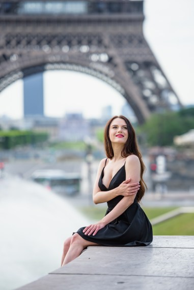 Paris photographer. Photosession with Eiffel tower