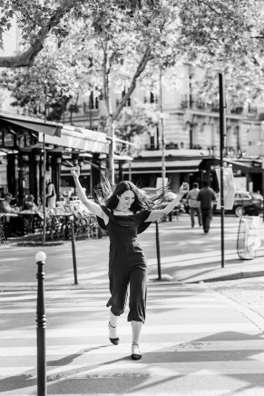 paris photographer. Girl in Parisian cafe