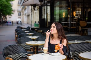 paris photographer. Parisian cafe